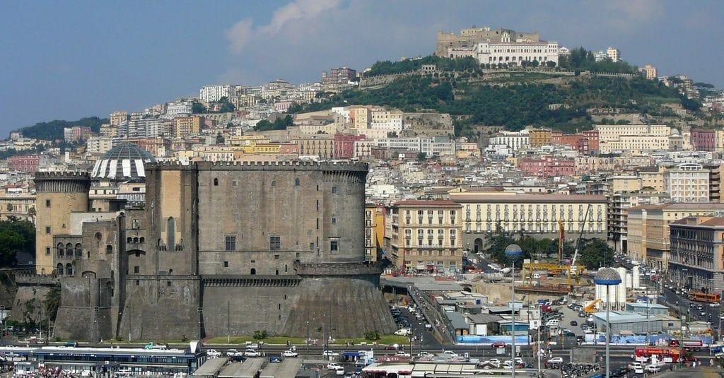 L'impressionnant château Nuovo de Naples