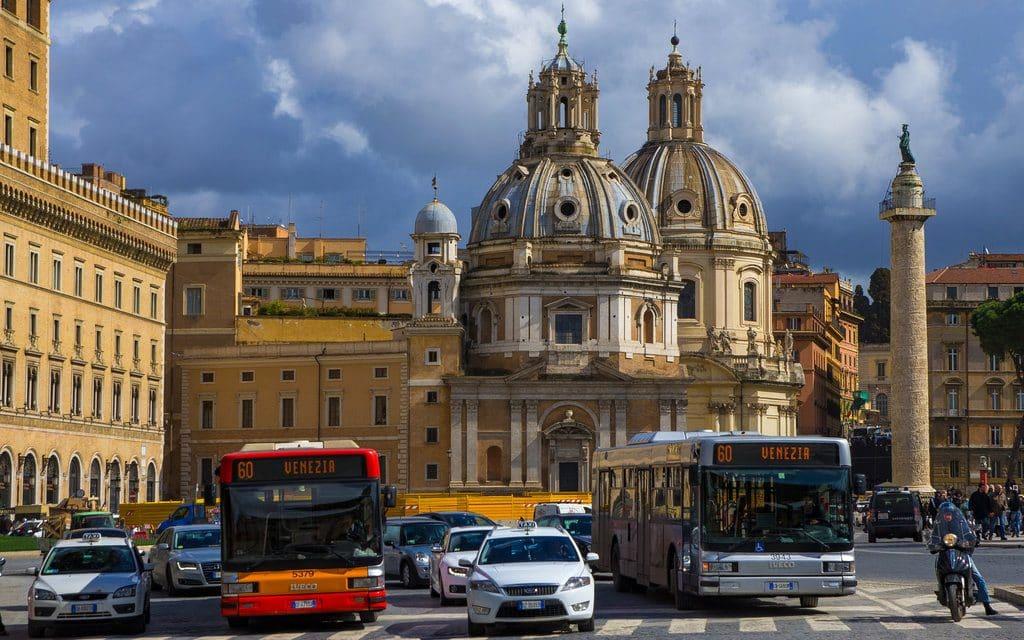 Centre ville de Rome et ses bus bien pratiques