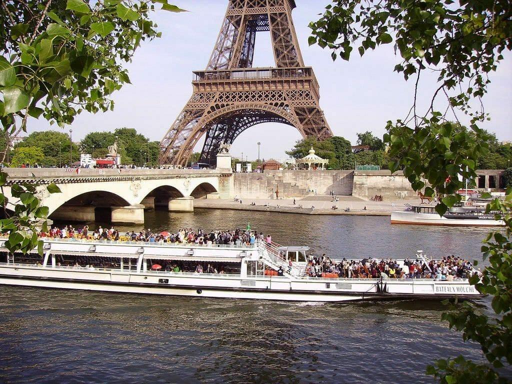 Voir les monuments depuis la Seine