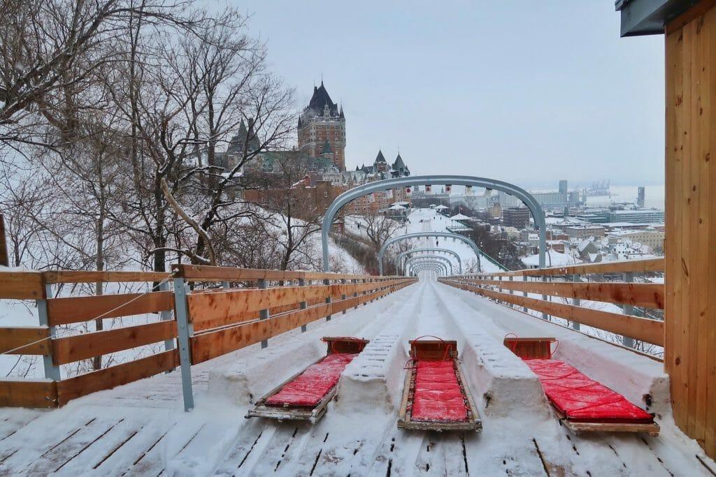Quebec en hiver Les remparts du Château Frontenac en hiver