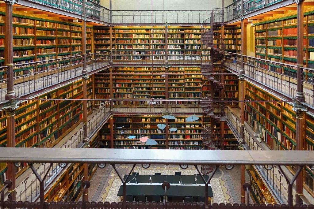 L'immense bibliothèque Cuypers du Rijksmuseum_