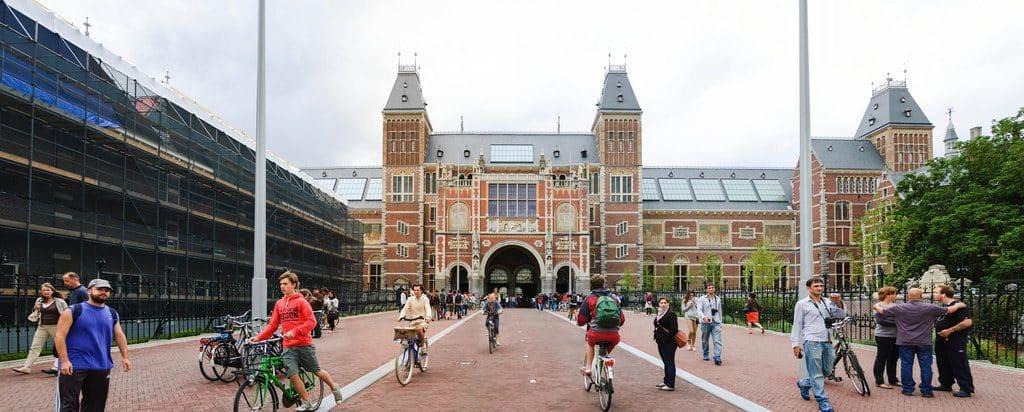 Le spectaculaire Rijksmuseum et son allure cathédrale