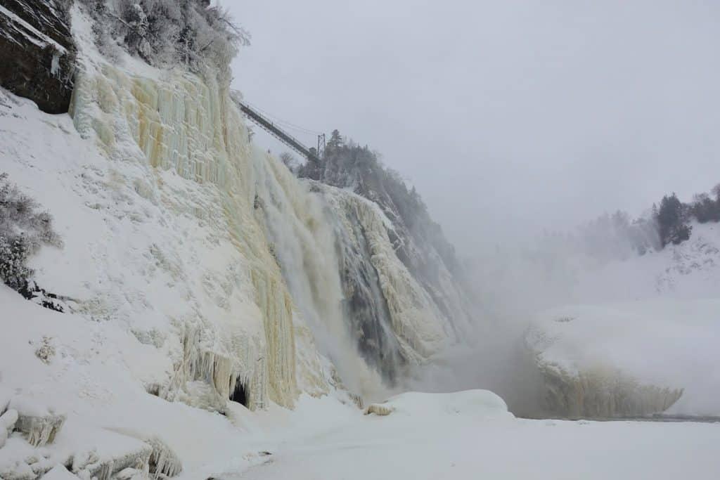 quebec en hiver Les chutes glacées de Montmorency