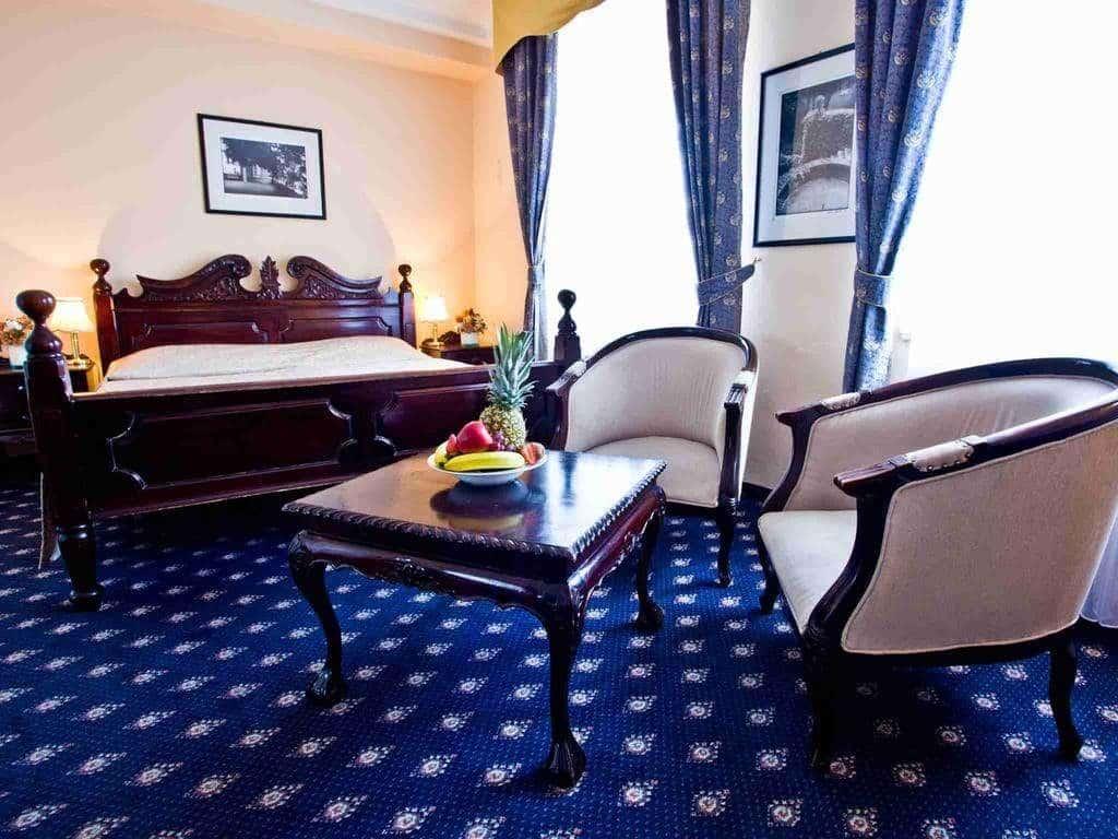 Hotel prague Kampa chambre cosy salle de restaurants impressionnantes