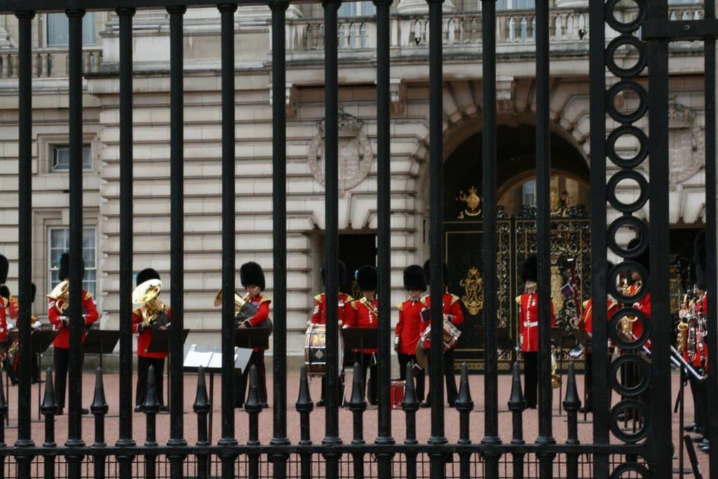 releve garde buckingham palace