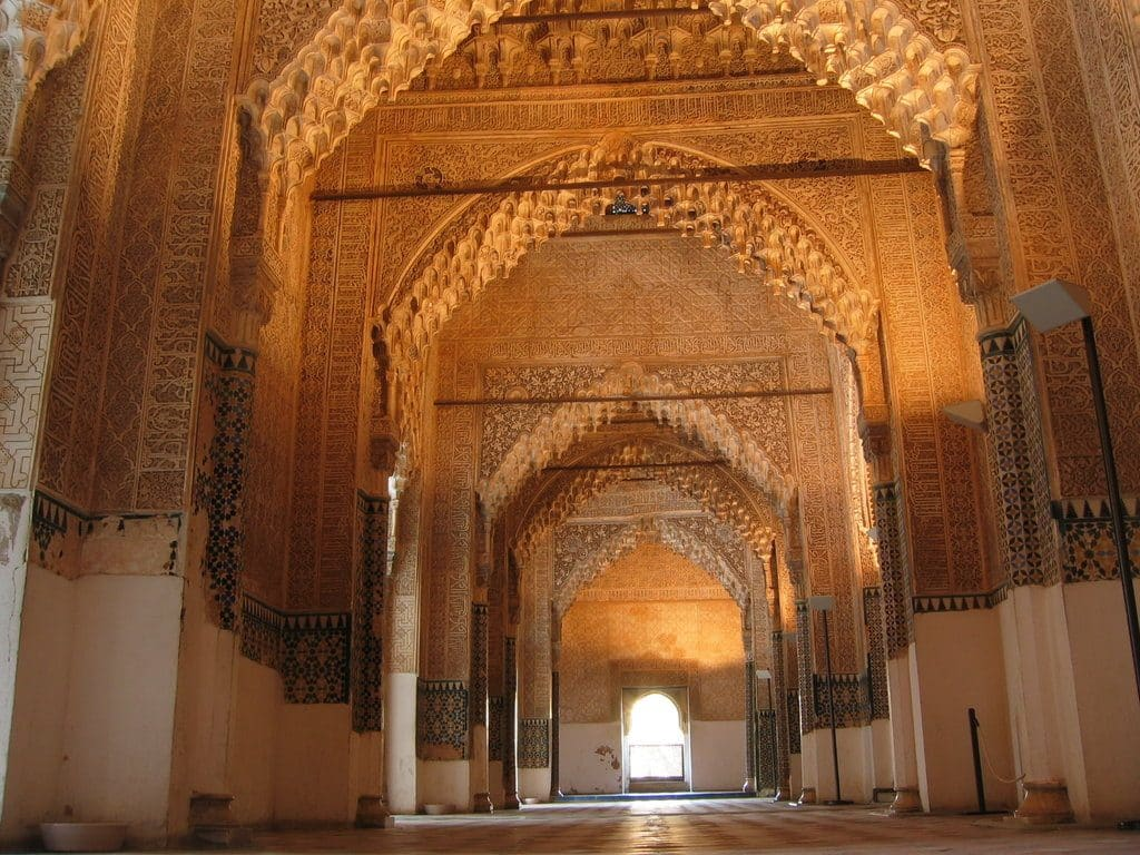 Interieur palais Nasride alhambra grenade