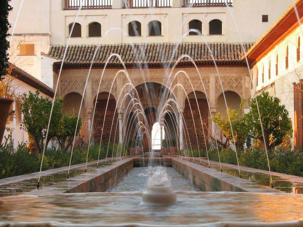 alhambra grenade palais portes jardins
