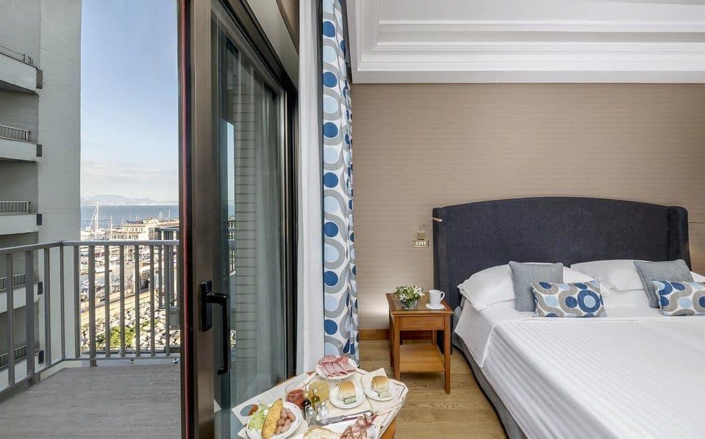 dormir a naples hotel royal continental