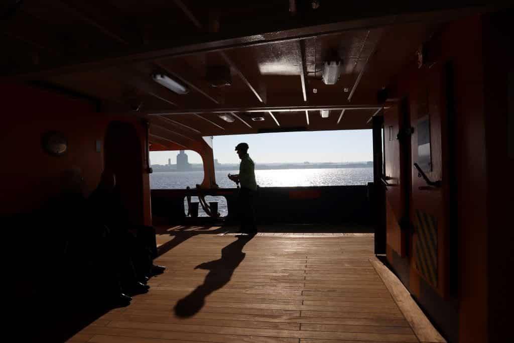 ferry traverser fleuve mersey visiter liverpool