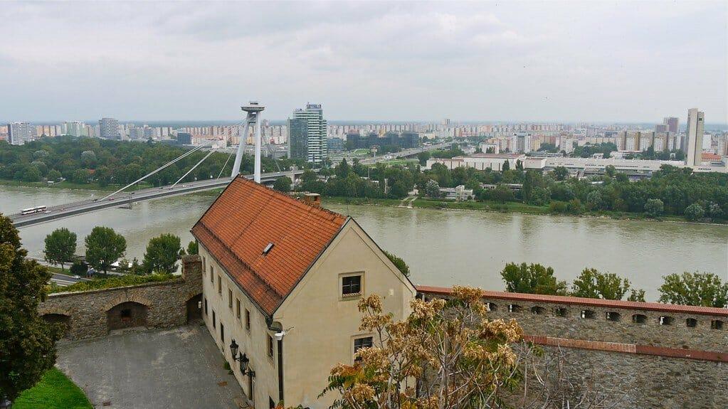 bratislava danube pont neuf
