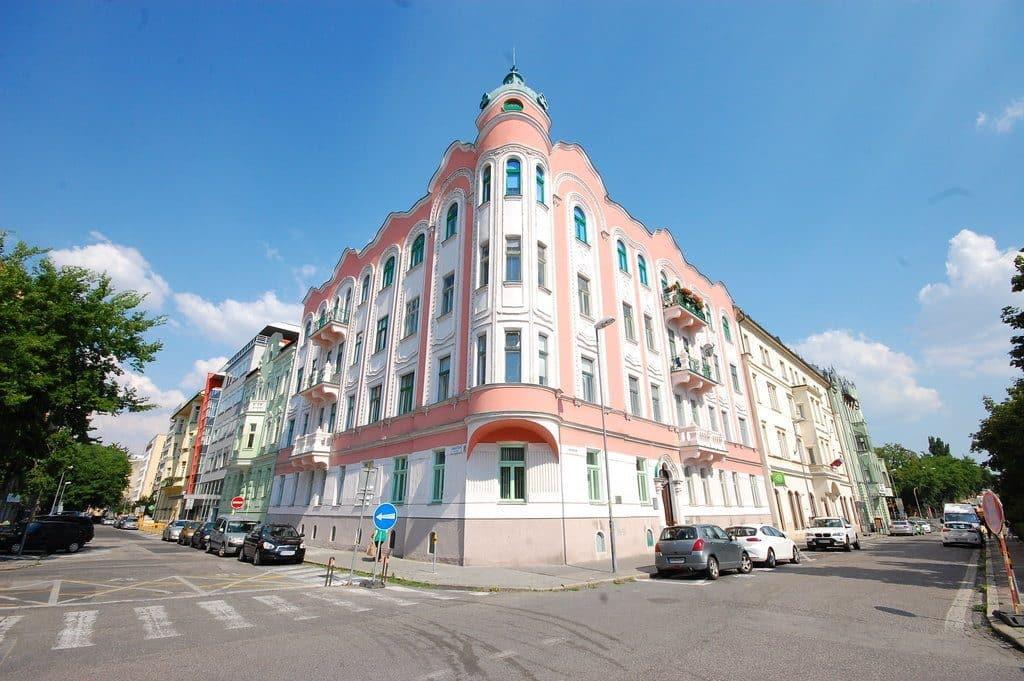 bratislava slovaquie facades pastelles