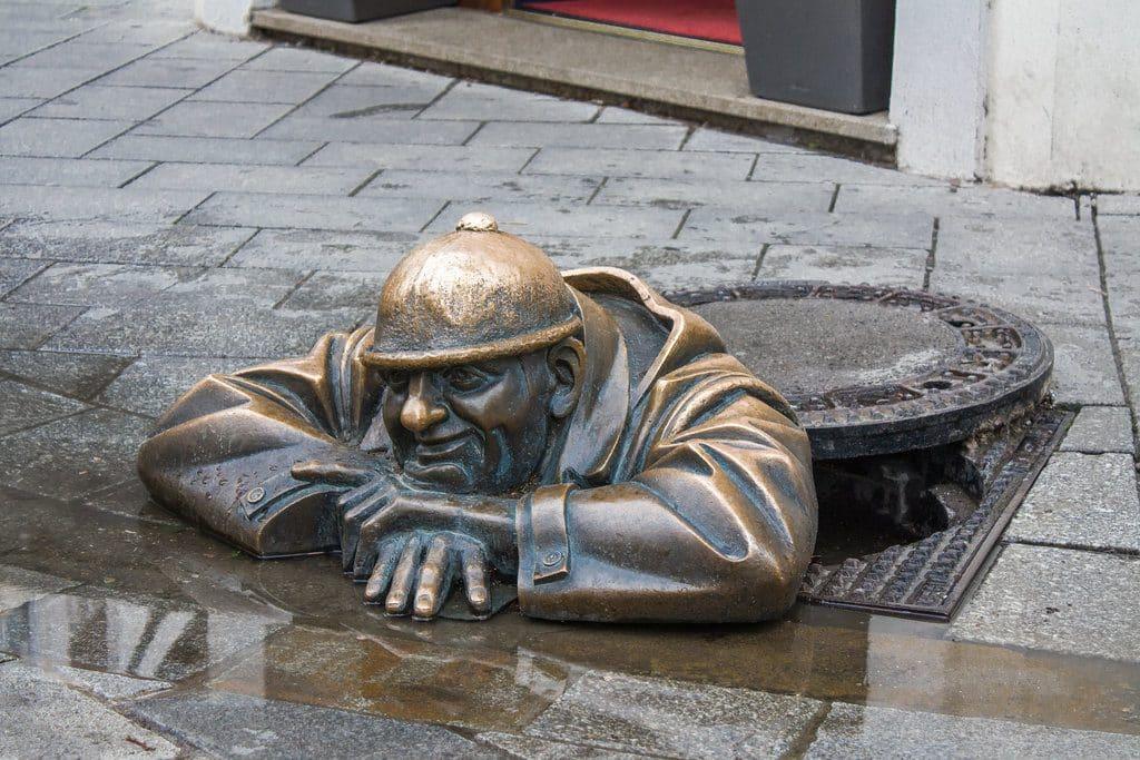 bratislava statues bronze atypique