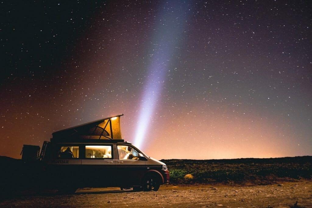 voyager en van nuit etoilee