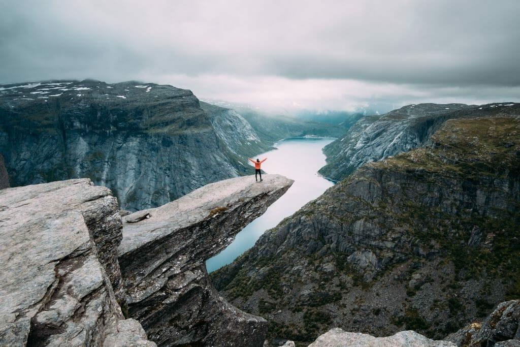 trolltunga aurores boreales en norvege